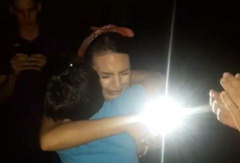 SMIRIVALI JE: Pevačica nije mogla da zadrži suze kada je ugledala OVAJ prizor!