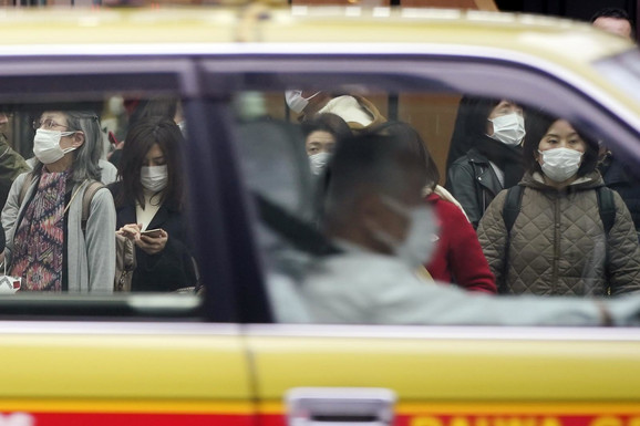 Tokio - svi sa maskama zbog koronavirusa