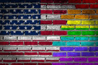 Gwiaździsty sztandar w kolorach tęczy. Prawicowy mainstream w USA popiera związki jednopłciowe