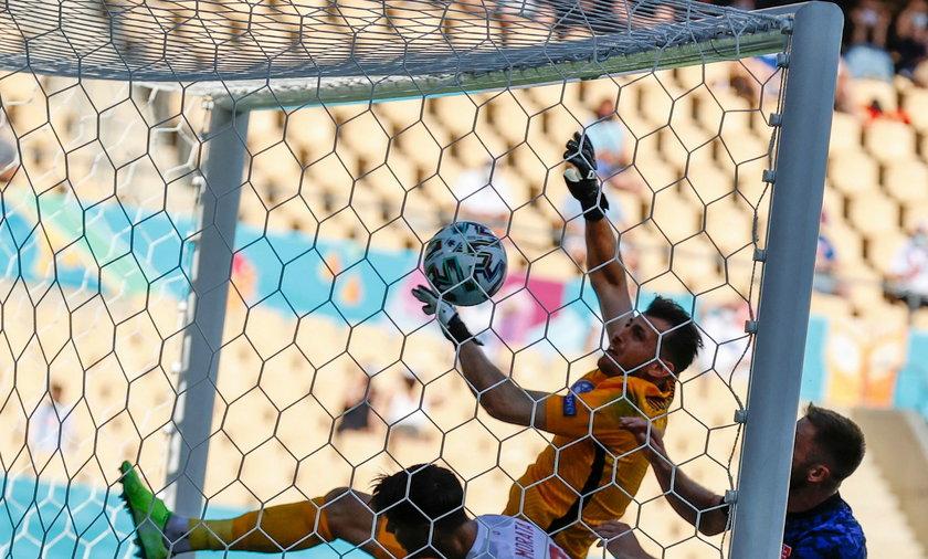 Bramkarz reprezentacji Słowacji Martin Dubravka strzelił sobie kuriozalnego gola