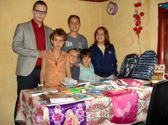 Mali Milivojevići dobili sve što im je potrebno za školu