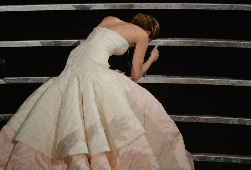 Jennifer Lawrence przewróciła się na Oscarach