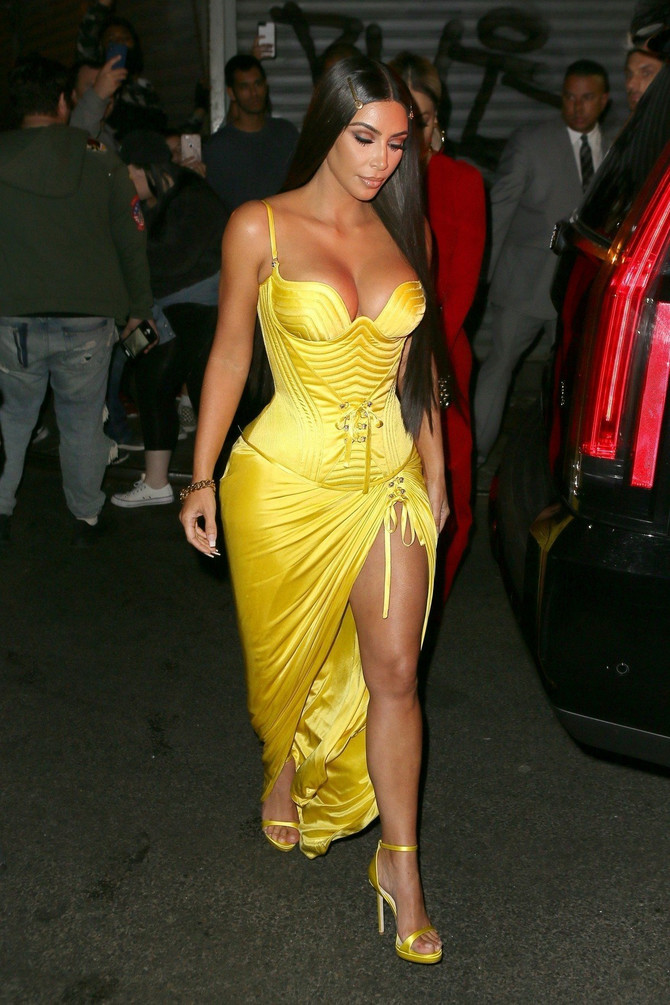 Kim u žutom izgleda