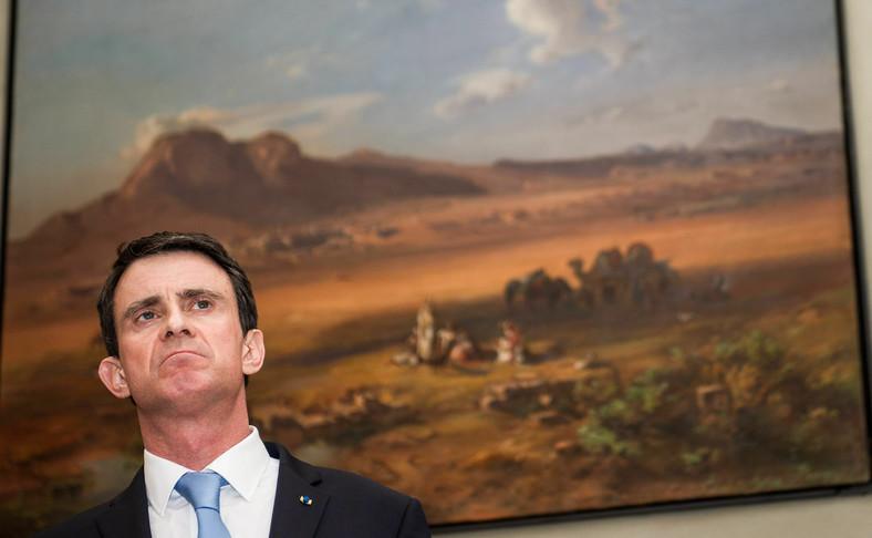 """Manuel Valls na tle obrazu """"Korynt i Akrokorynt"""" w muzeum w Monachium"""