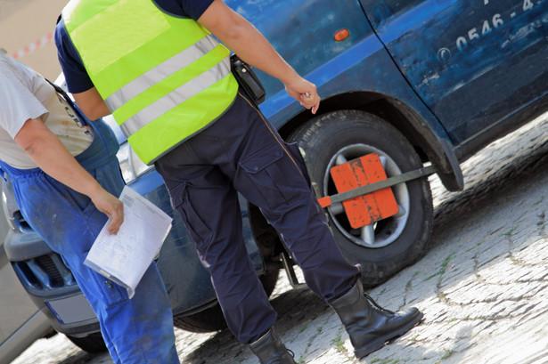 Za wykroczenia przeciwko porządkowi publicznemu czy bezpieczeństwu osób i mienia straż miejska może karać mandatami.