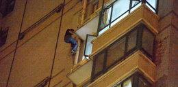 Bandzior wisiał na budynku 12 godzin