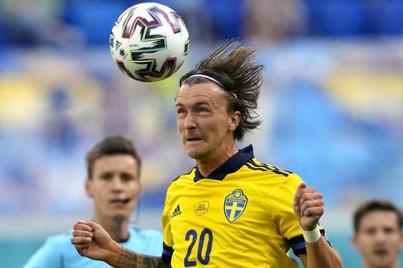 (UŽIVO) ŠVEDSKA - SLOVAČKA Šta ovaj čovek radi?! Šveđanin kao da namerno sve ovo čini da bi dobio crveni karton