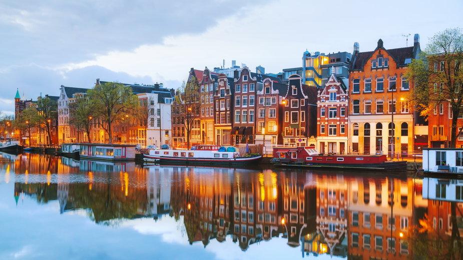 Holendrzy krytykują obowiązujące w kraju obostrzenia