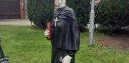 Sprofanowali figurę św. Faustyny. Ktoś strącił głowę posągowi
