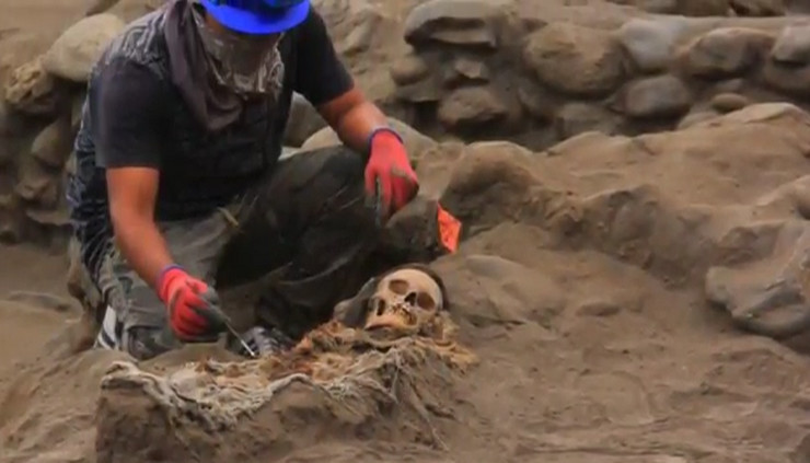 Masovna grobnica Peru 56 dece
