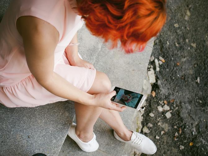Stalno vam se čini da vam mobilni vibrira, a nema poziva? To je SIGNAL za ova dva OPASNA STANJA