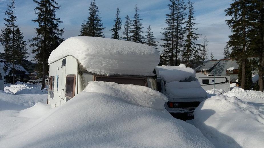 Taki widok w Polsce jest zaskoczeniem, ale podczas bytowania na zagranicznych kurortach zimowych nie powinien nikogo dziwić.