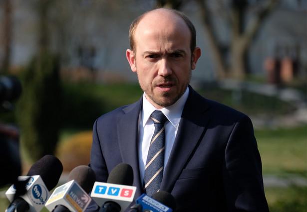 Udało nam się wywalczyć zwolnienie, a nie tylko zamrożenie, składek na ubezpieczenia społeczne na okres trzech miesięcy - powiedział Borys Budka