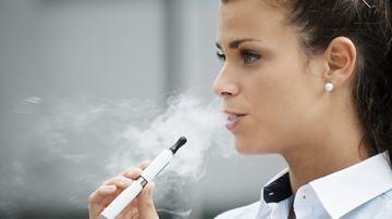 leszokni a dohányzást elektronikus cigaretta segítségével)