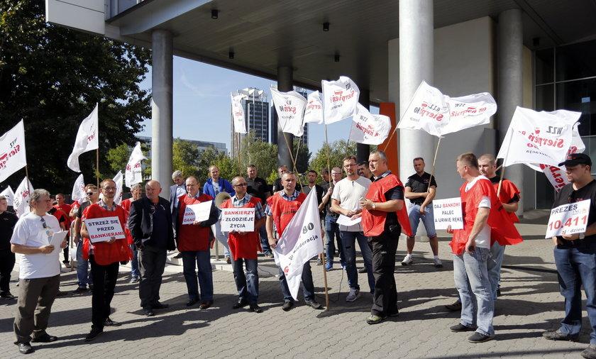 Katowice. Pikieta Sierpnia 80 przed ING Bank Śląski