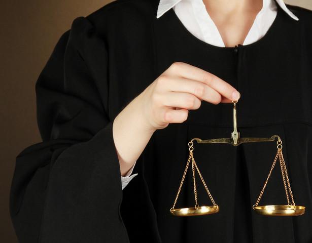 """Sąd przypomniał, że radca prawny ma obowiązek działać w interesie strony, którą reprezentuje, tak """"jak obowiązek sprawy dyktuje"""""""