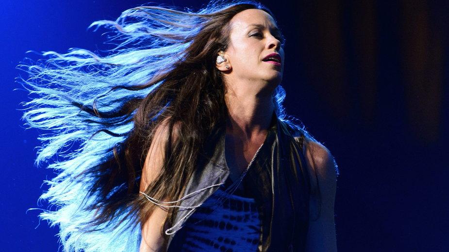 Alanis Morissette na koncercie w 2012 r.