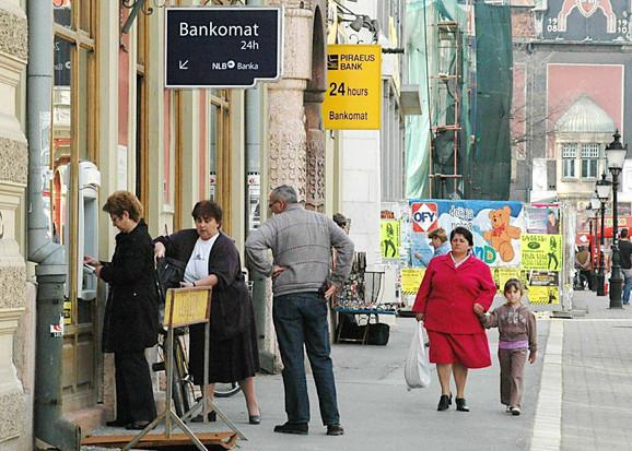 Umesto kafane i bašta stigli bankomati