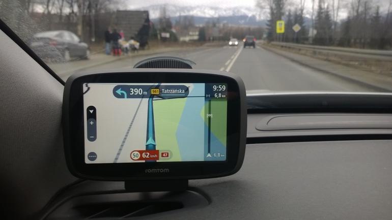 Na Podhalu TomTom dobrze radził sobie z lokalnymi utrudnieniami. Szczególnie podczas noworocznych powrotów z Tatr nawigacja z HD Traffic prowadziła bardzo sensownie.