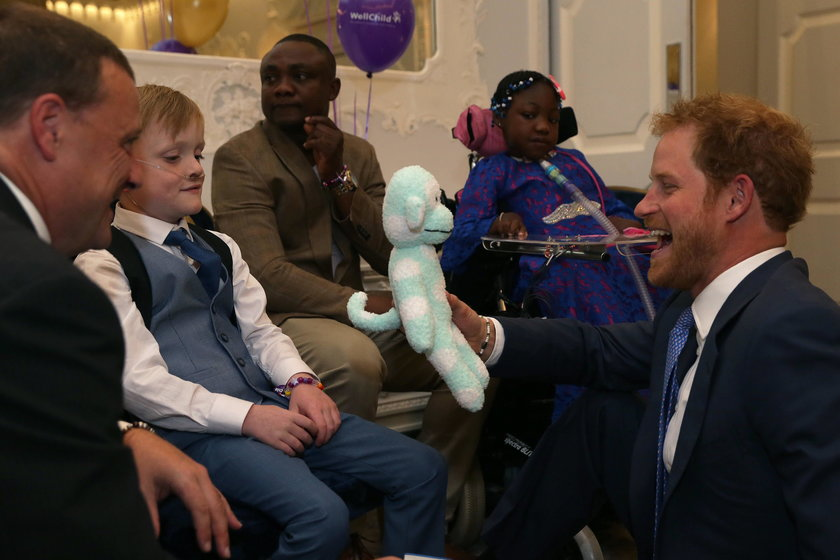 Starał się rozśmieszyć chore dzieci