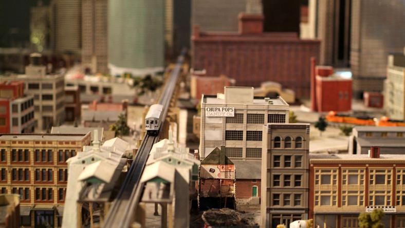 """To miniatura trzeciego pod względem wielkości i zaludnienia miasta w Stanach Zjednoczonych; po Nowym Jorku i Los Angeles. Chicago - bo o nim mowa - nazywane jest także """"Wietrznym Miastem""""."""