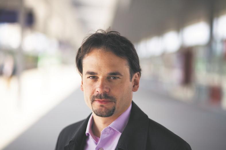 Dr Jakub Majewski prezes fundacji Pro Kolej