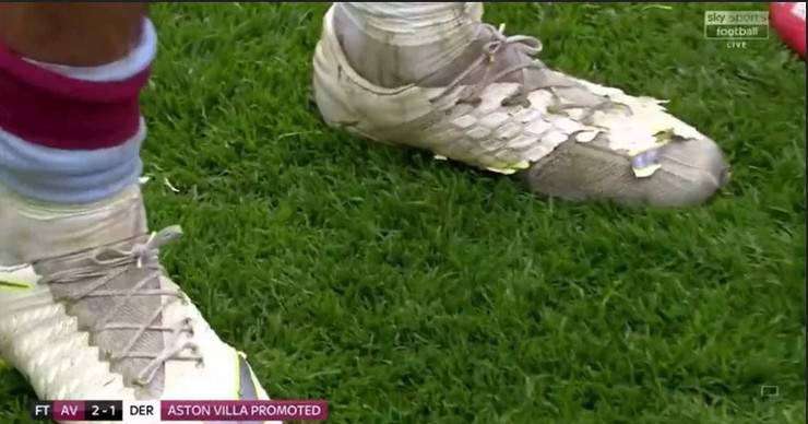 Džek Griliš, Aston Vila, pocepane kopačke