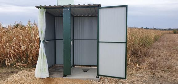 Postavljeni montažni toaleti