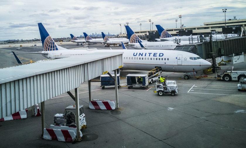 Pasażer samolotu zmusił załogę do lądowania. Wysmarował toalety fekaliami