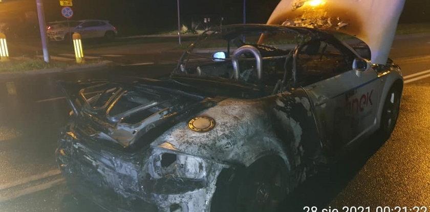 Na warszawskich Bielanach spłonęło Audi TT Cabrio. Kierowca jechał z przerażającą prędkością!
