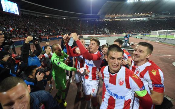 Slavlje fudbalera Zvezde posle pobede nad Liverpulom