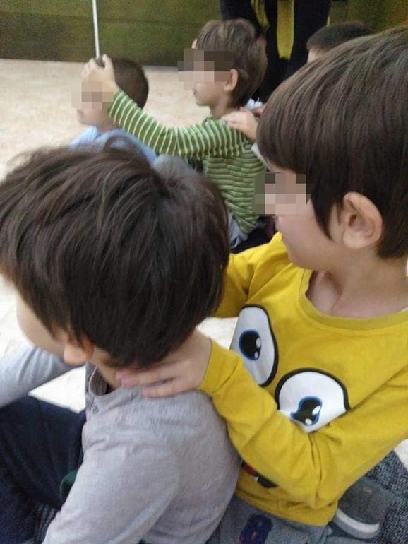 Mališani, između ostalog, uče da stisak nije isto što i zagrljaj