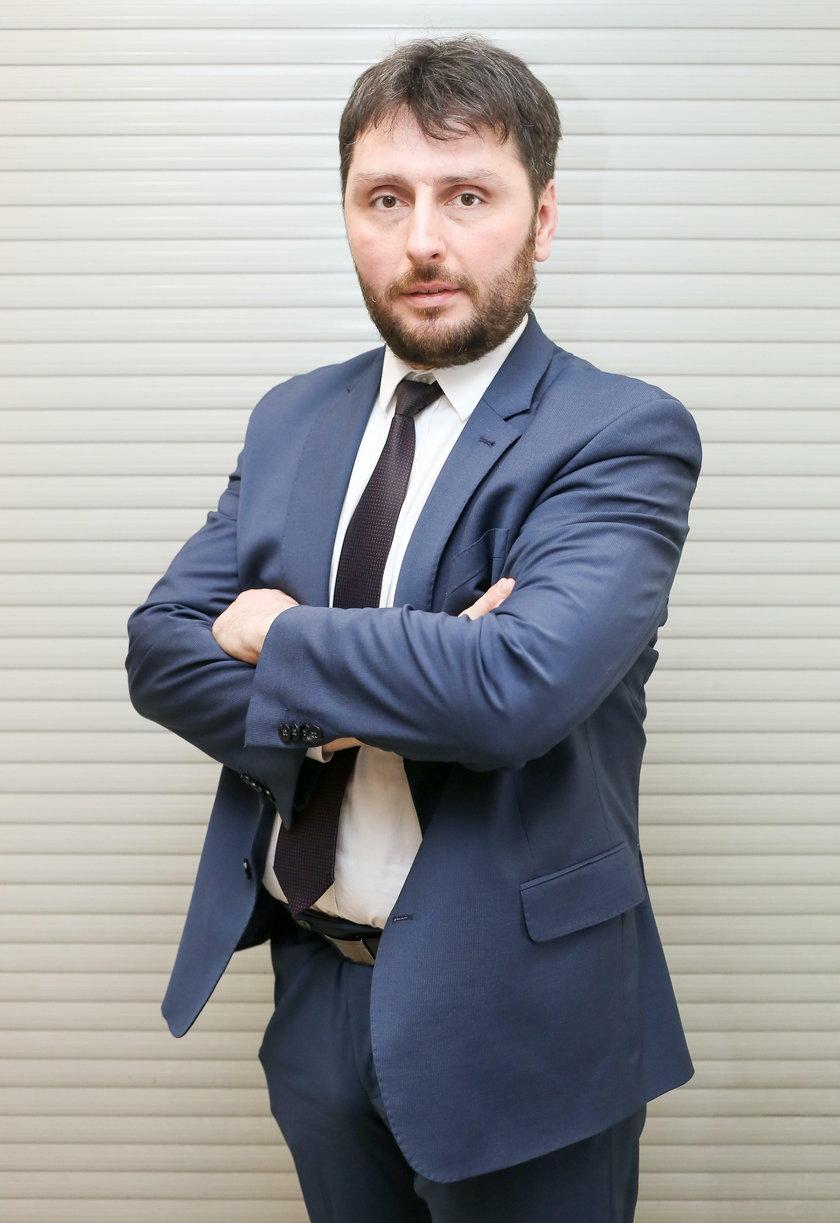 Radny Daniel Łaga (42 l.) to pomysłodawca dofinansowania przejazdów dla seniorów