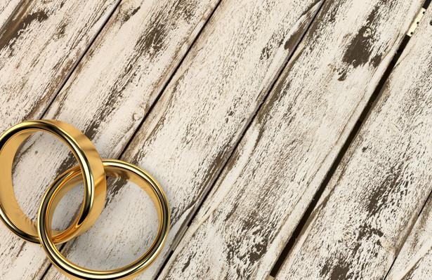 Demograf nie ma wątpliwości, że w nadchodzących latach Polacy będą decydować się na małżeństwa w coraz późniejszym wieku.