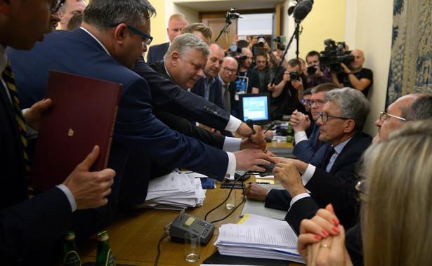 Burzliwe obrady komisji ws. zmian w SN.