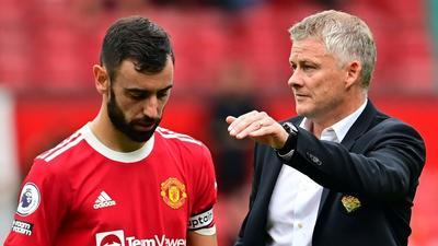 Fernandes misses penalty as Villa deny Man United top spot