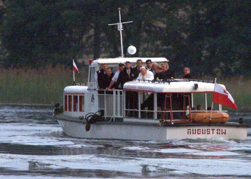 Zatonęła barka Jana Pawła II