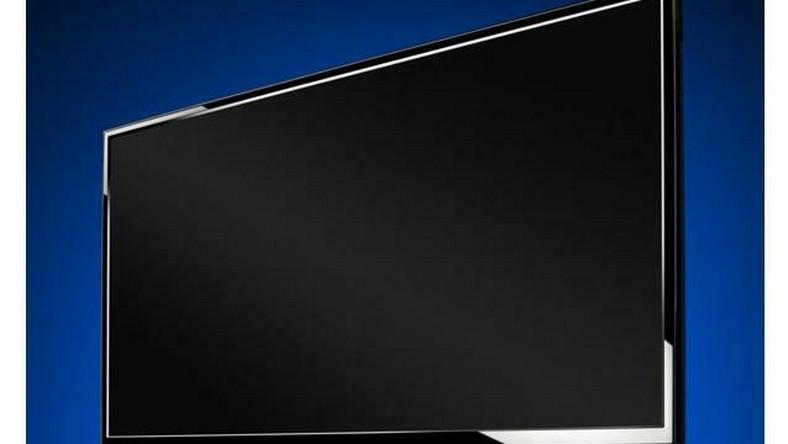 Dźwięk z 16 głośników telewizora odbija się od ścian