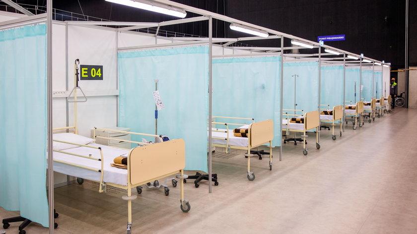 Pusty szpital polowy w Międzynarodowym Centrum Kongresowym w Katowicach