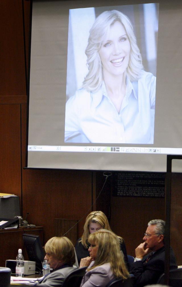 Dokazi sa mesta zločina izneti na suđenju Filu Spektoru 2007. - Lana Klarkson