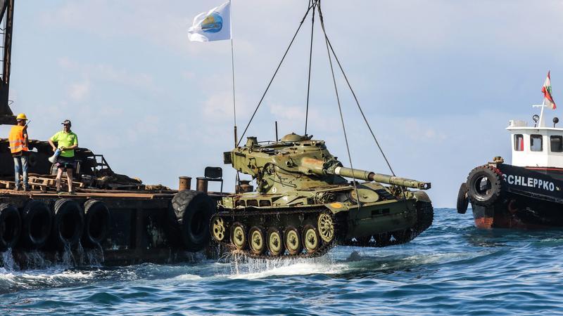 Zatopione czołgi atrakcją turystyczna Libanu