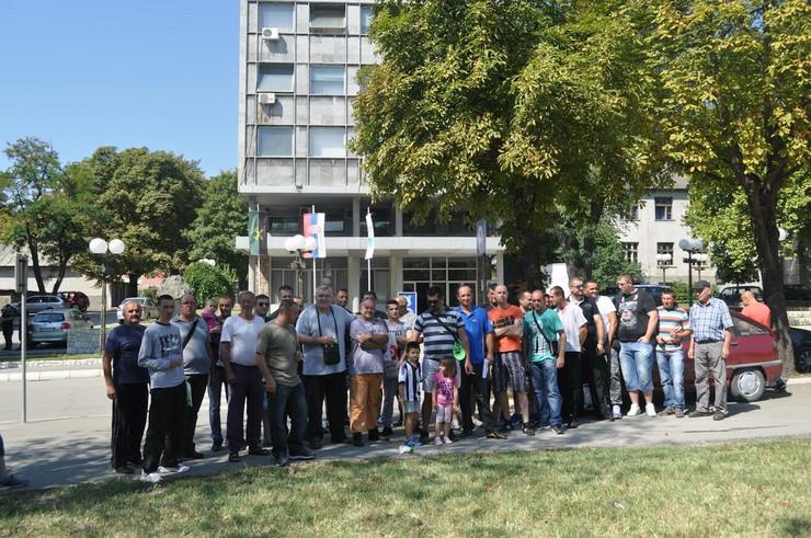 Bivsi radnici Zastite kod generalne direkcije RTB foto D.Kecic