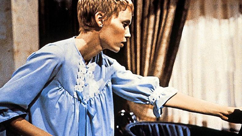 """Ekranizację powieści """"Dziecko Rosemary"""" Iry Levina zaproponował Polańskiemu, który miał w dorobku nominację do Oscara za film """"Nóż w wodzie"""", ówczesny wiceprezes wytwórni Paramount – Robert Evans. Twórca szybko przekonał się do materiału. –Po przeczytaniu pierwszych stron pomyślałem: """"Co to właściwie jest, serial dla kucharek?"""". Ale resztę połknąłem jednym tchem. Oczy wychodziły mi na wierzch. Bob Evans zatelefonował nazajutrz i spytał mnie o zdanie. Moja opinia była entuzjastyczna – wspominał Polański w swojej autobiografii """"Roman"""""""