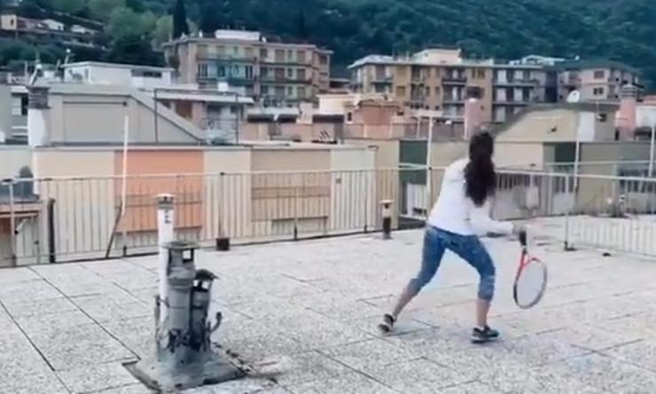 Tenis s krova na krov