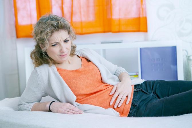 Disfunkcija karličnog dna češća je kod starijih i gojaznijih žena i žena koje su rađale. Vežbama i dobrim navikama tegobe mogu i da se preduprede i da se ublaže, kaže dr Saša Tomović, urolog