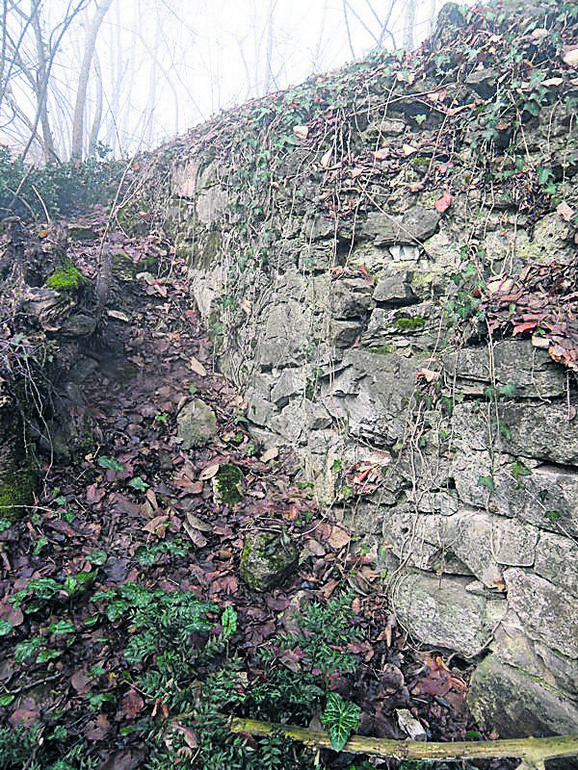Jerinin grad predstavlja vojno utvrđenje s kraja 14. veka