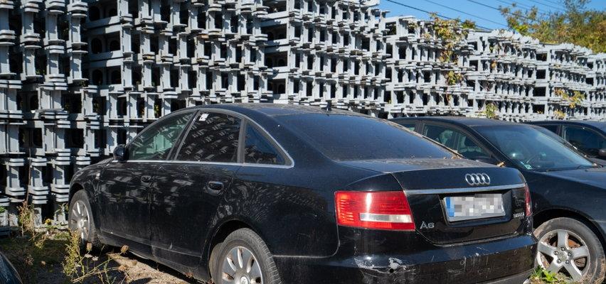 Warszawa wyprzedaje porzucone auta. Ceny Porsche Cayenne i Mercedesa S 500 bardzo atrakcyjne