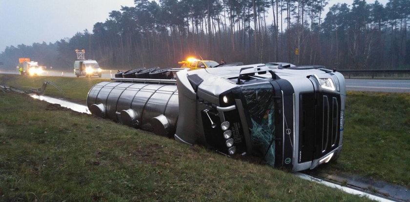 Wypadek na autostradzie. Na A4 rozlało się mleko