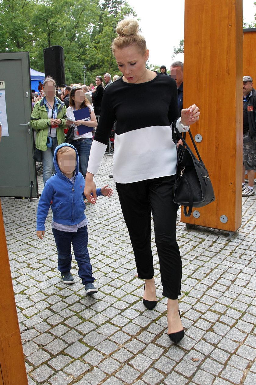 Sonia Bohosiewicz z synem na pikniku rodzinnym w czerwcu 2013