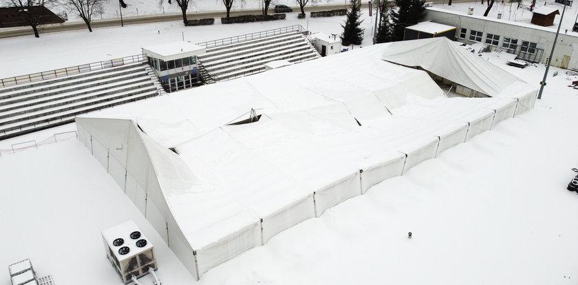 Zawalił się dach lodowiska w Przemyślu. Wszystko przez śnieg